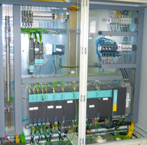 Simotion motion controllers, Sinamics drives, Simatic PLCs and various Simotics motors were used in the building of the first all-Siemens controlled platform machine at Bretting.